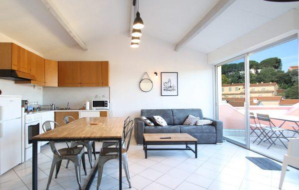 salon-séjour-appartement-location-collioure