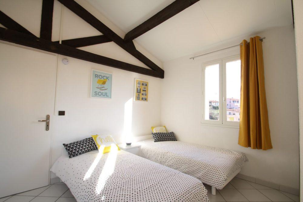 Une vue de la chambre de l'appartement de location à Collioure