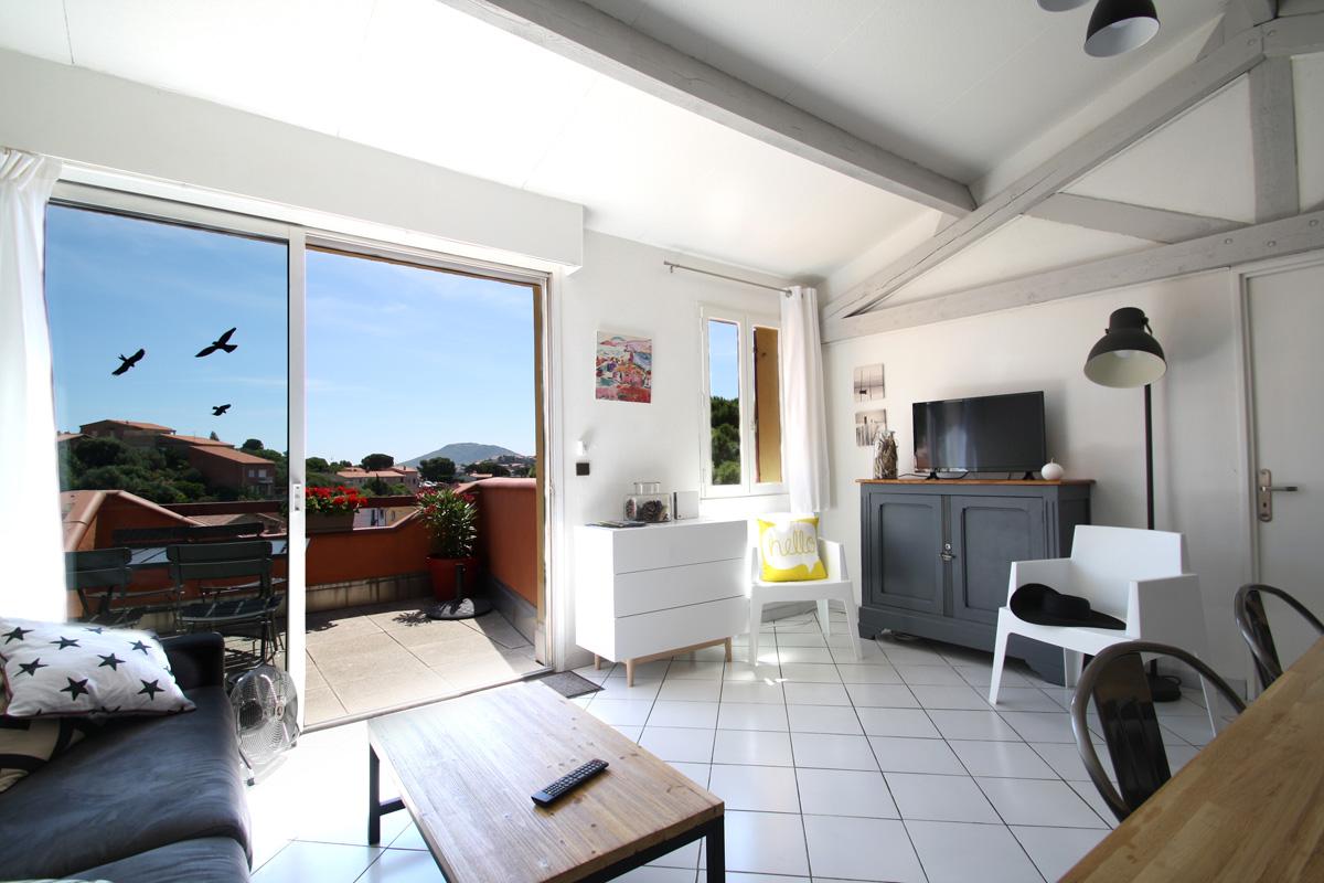 collioure-appartement-salon-séjour-lumineux